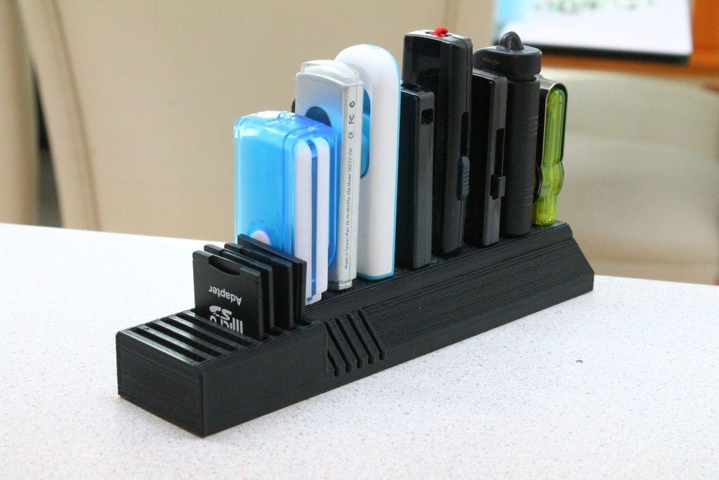 Органайзер для зарядных устройств USB-флешек и других
