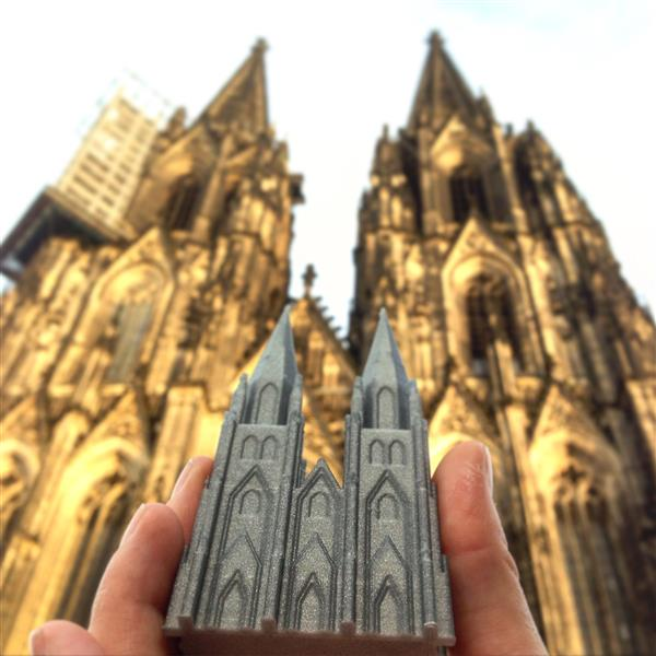 creative-tourist-makes-3d-printed-models-every-landmark-visits-5.jpg