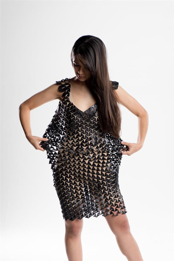 this-flexible-expandable-3d-printed-dress-adapts-to-your-bodys-movement-2.jpg