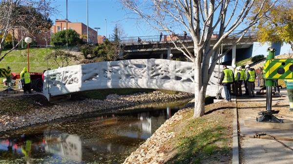 spain-unveils-worlds-first-3d-printed-pedestrian-bridge-made-of-concrete-1.jpg