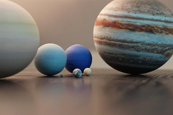 amazing-miniature-3d-printed-solar-systems-moons-and-planets-that-fit-on-your-desk-1.jpg