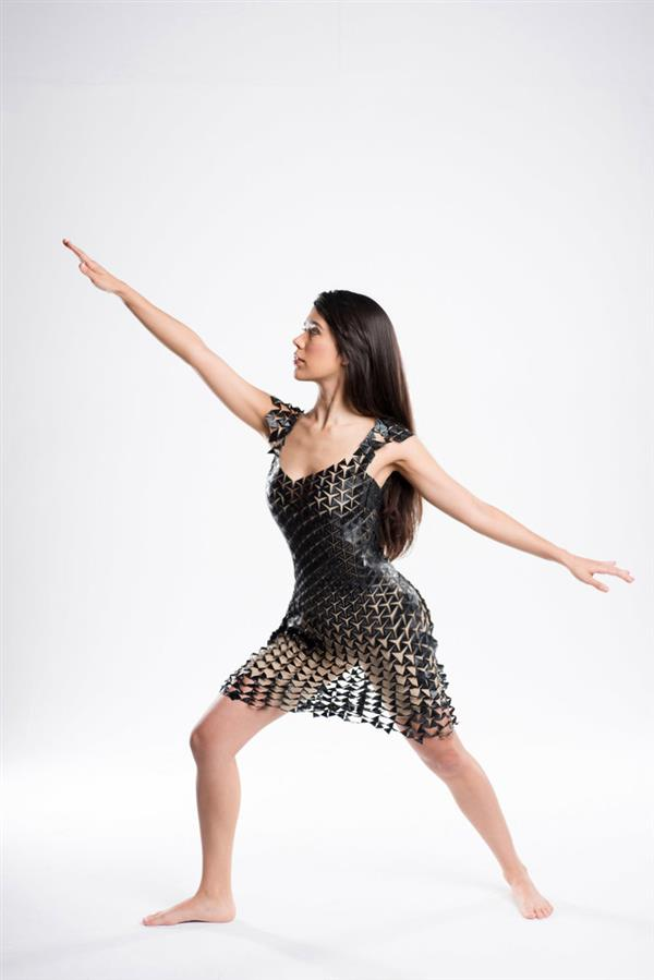 this-flexible-expandable-3d-printed-dress-adapts-to-your-bodys-movement-5.jpeg