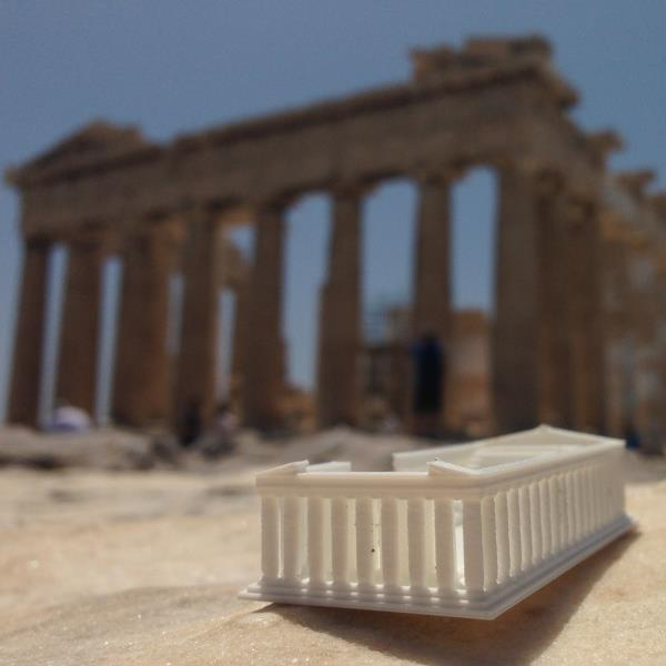 creative-tourist-makes-3d-printed-models-every-landmark-visits-1.jpg