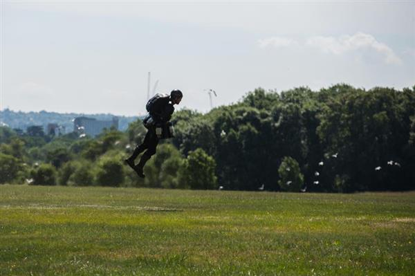 real-life-iron-man-uk-tech-startup-gravity-industries-3d-print-jet-engine-flying-suit-1.jpg