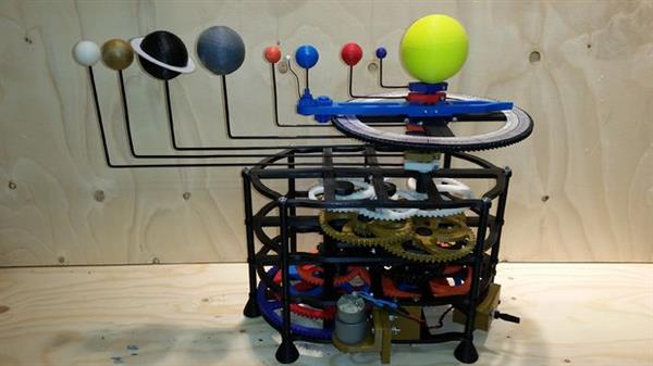 this-award-winning-3d-printed-motorized-orrery-is-totally-mind-blowing-1.jpg