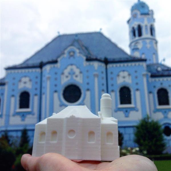 creative-tourist-makes-3d-printed-models-every-landmark-visits-2.jpg