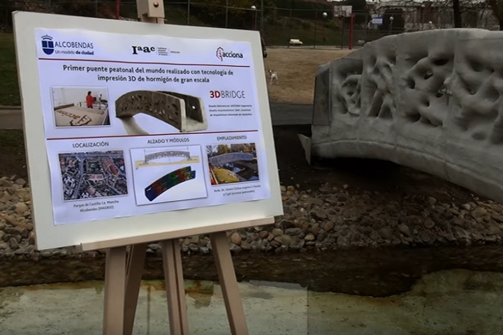 spain-unveils-worlds-first-3d-printed-pedestrian-bridge-made-of-concrete_4.png